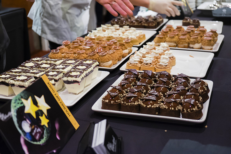 eat-pastry-petits-fours