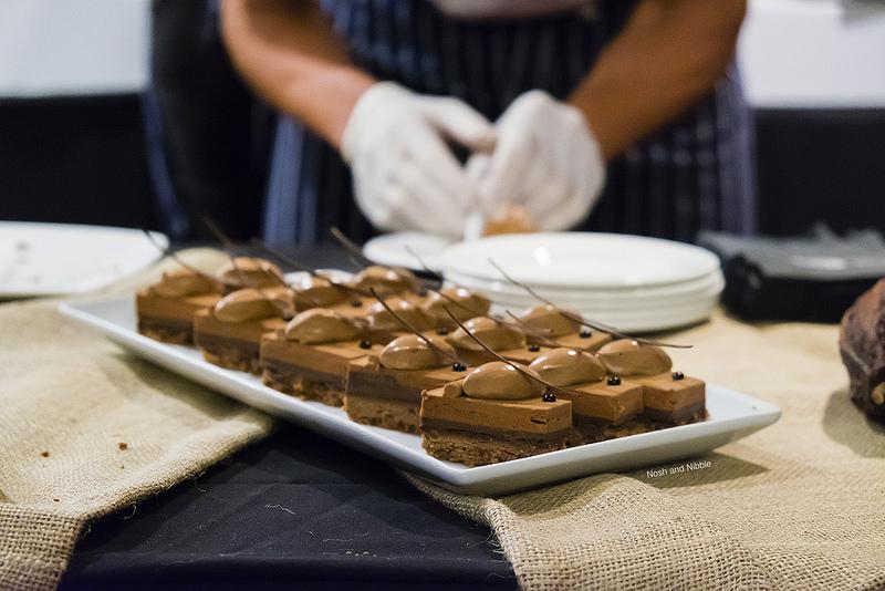 eat-pastry-pur-noir