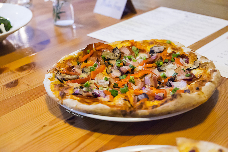 rocky-mountain-flatbread-all-canadian-pizza