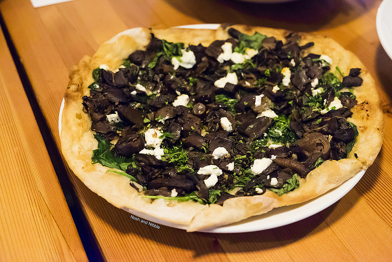rocky-mountain-flatbread-wild-mushroom-pizza