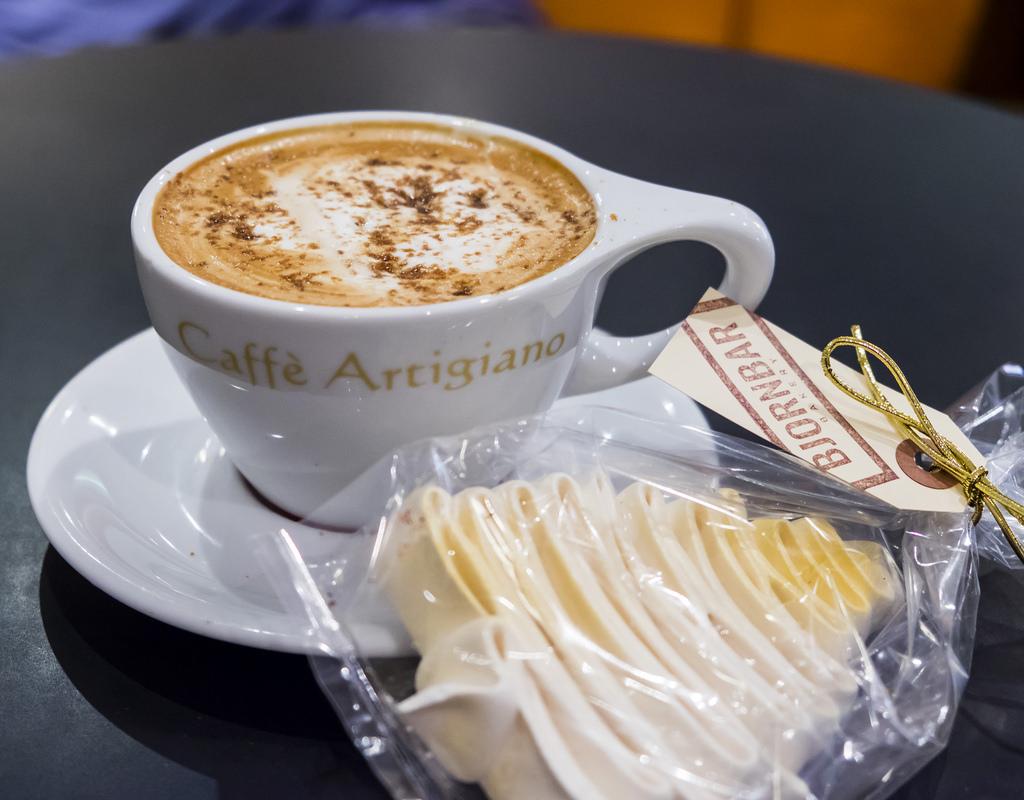 caffe-artigiano-gingerbread-latte-bjornbar-1