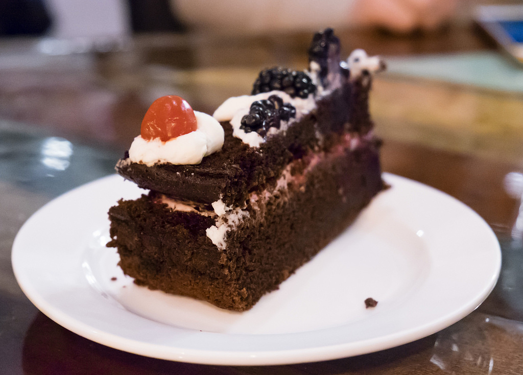 spade-chocolate-cake