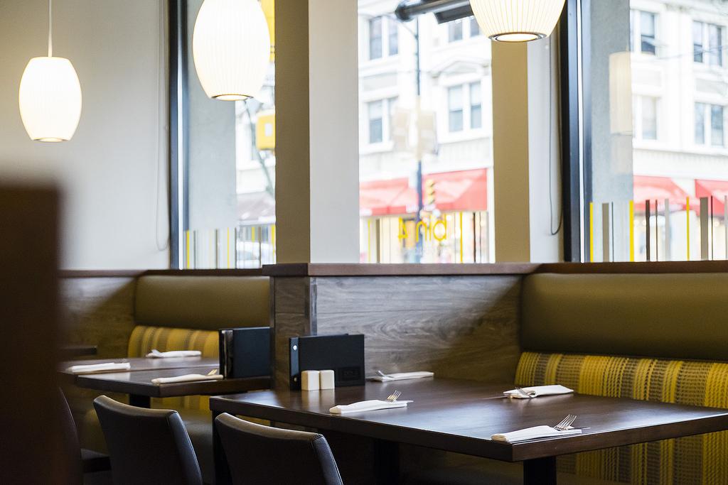 bin-4-burger-lounge-inside