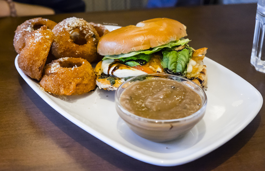 bin-4-burger-lounge-mushroom-gravy