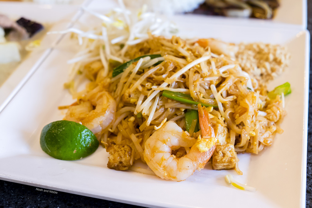 rice-and-noodle-pad-thai-prawns
