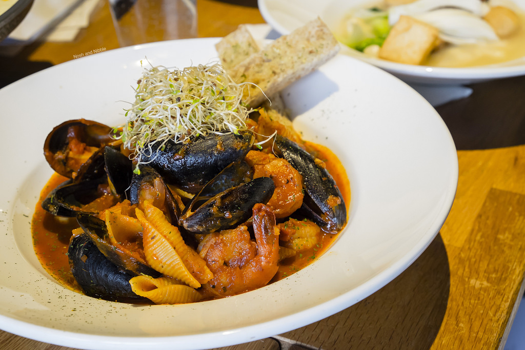 kosoo-tomato-mussel-stew