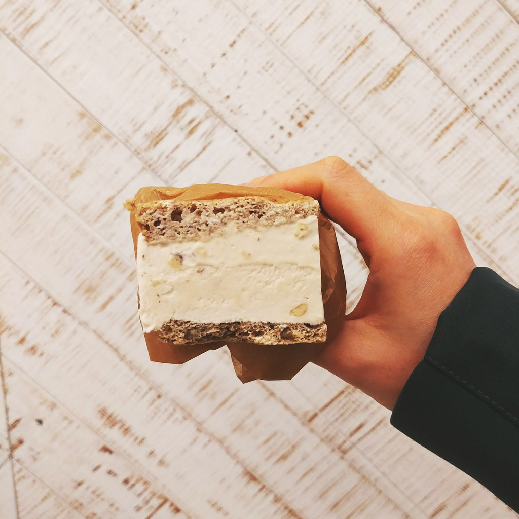 earnest-ice-cream-frances-banana-walnut-sandwich