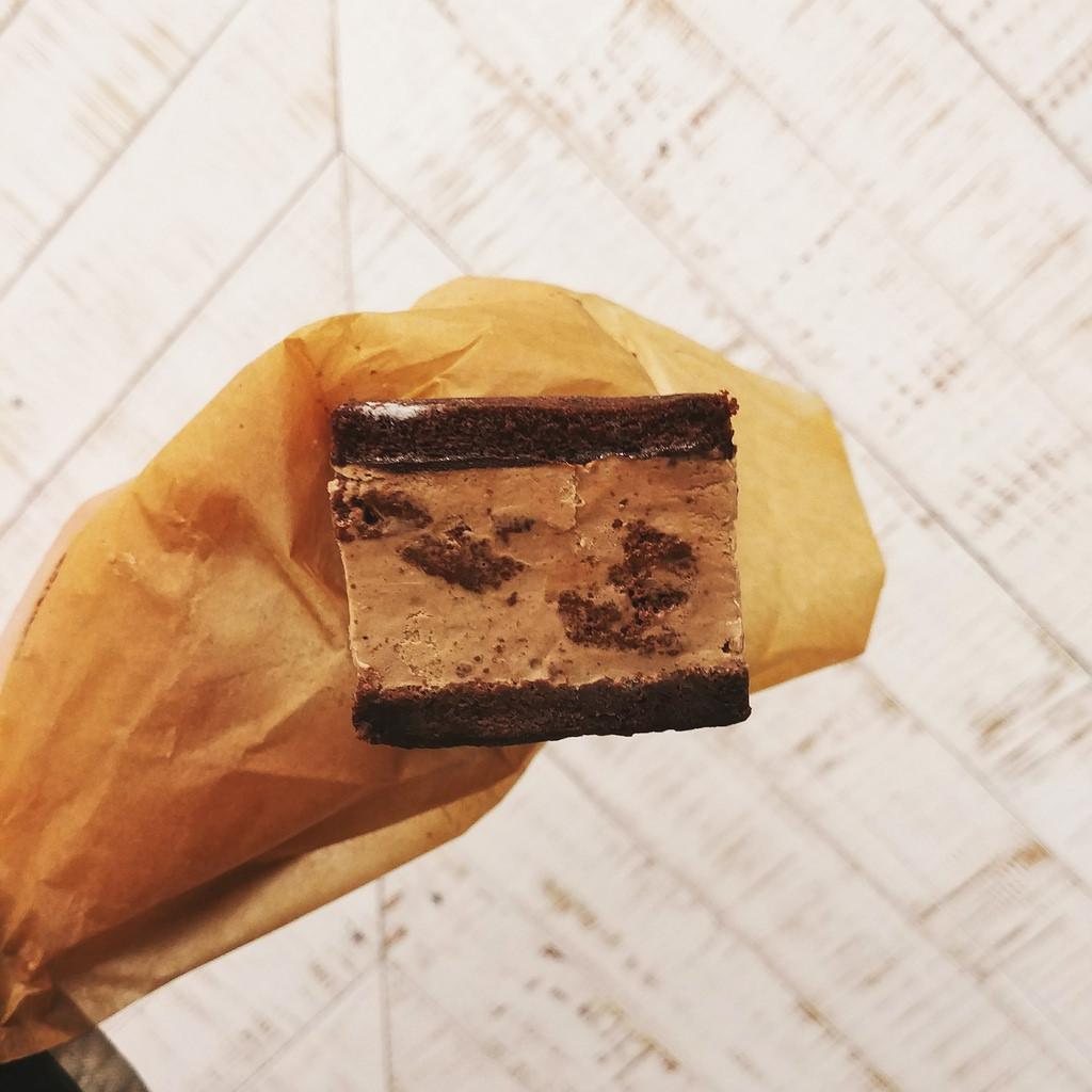earnest-ice-cream-frances-chocolate-rye-sandwich