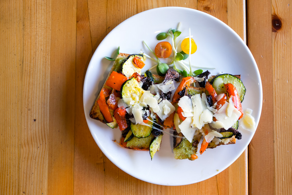 rocky-mountain-flatbread-roasted-veggie-sandwich