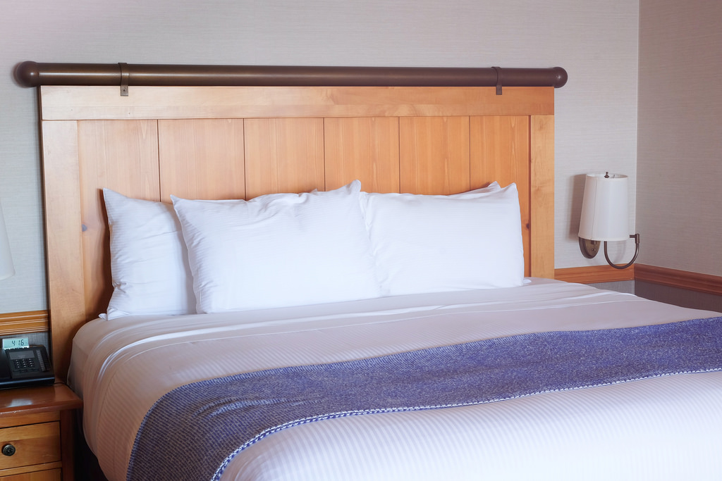 semiahmoo-resort-bed
