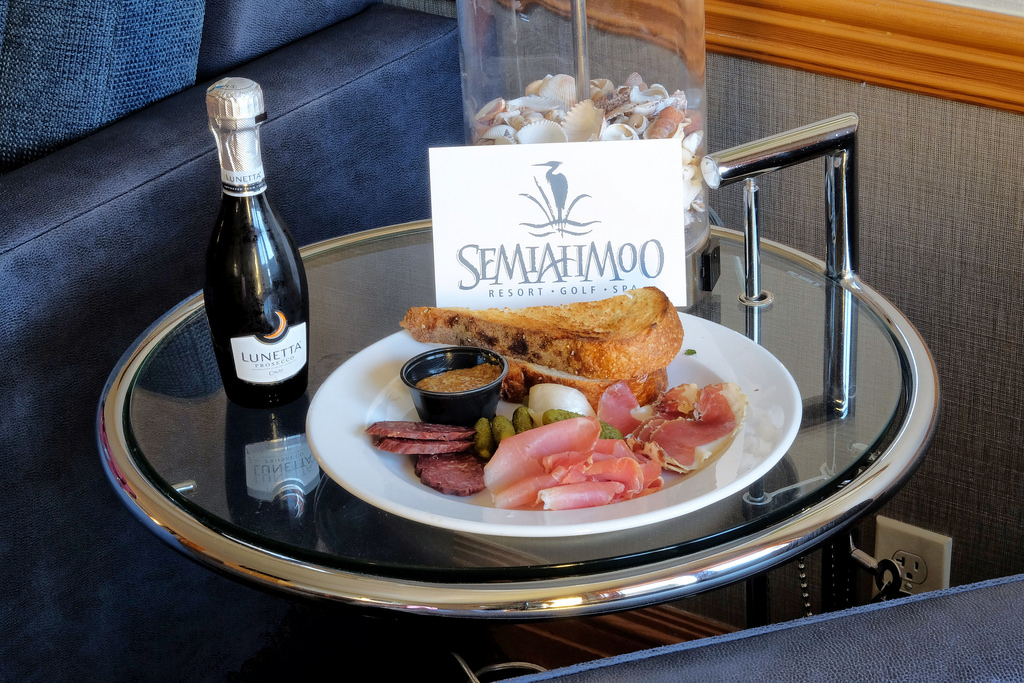 semiahmoo-resort-welcome-charcuterie