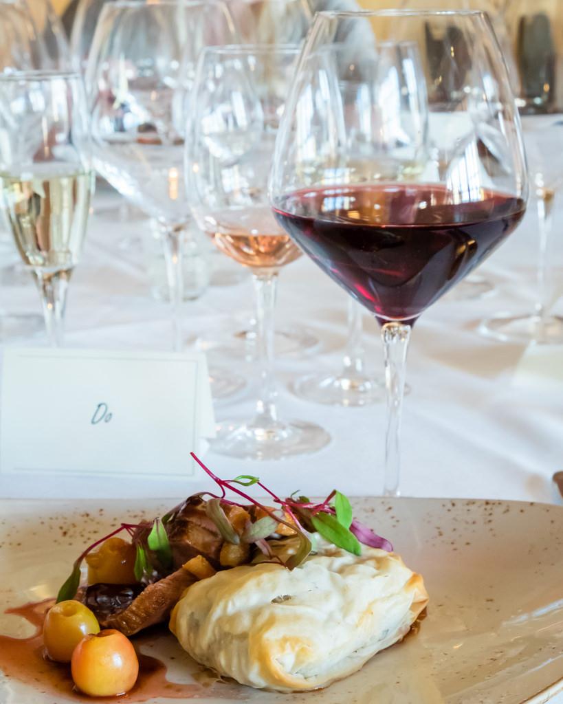 semiahmoo-winemaker-dinner-duck-breast-dundee-hills-pinot-noir