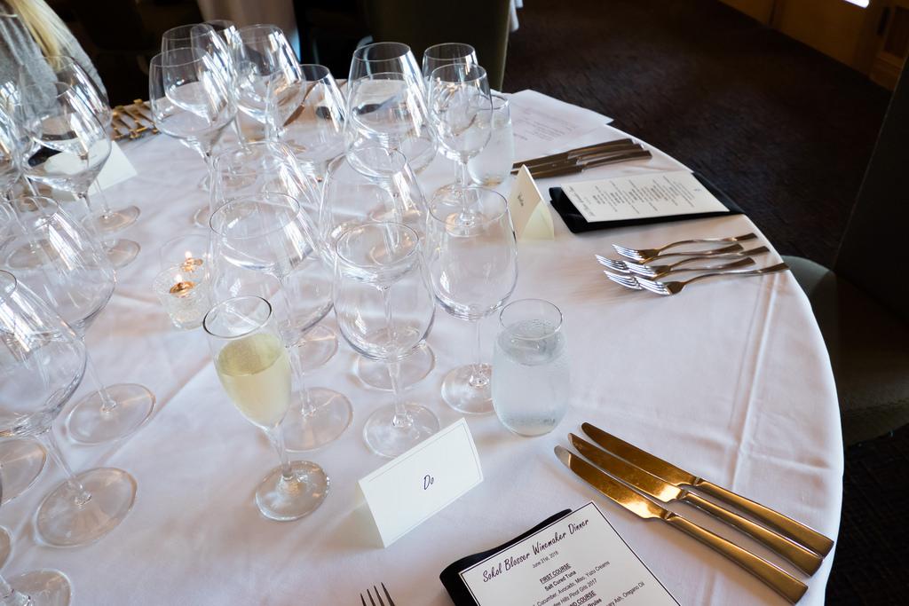 semiahmoo-winemaker-dinner-table-setup