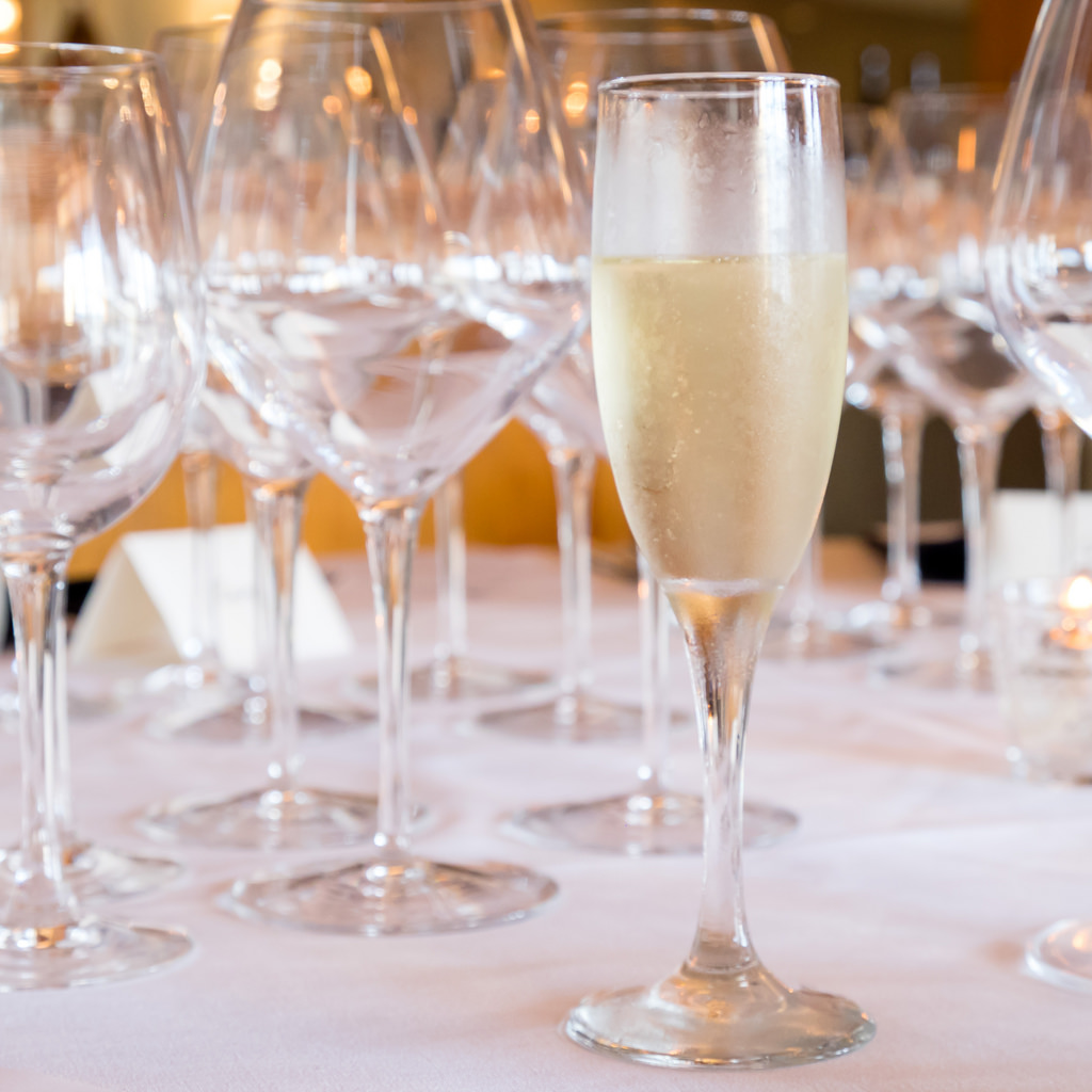 semiahmoo-winemaker-dinner-welcome-champagne