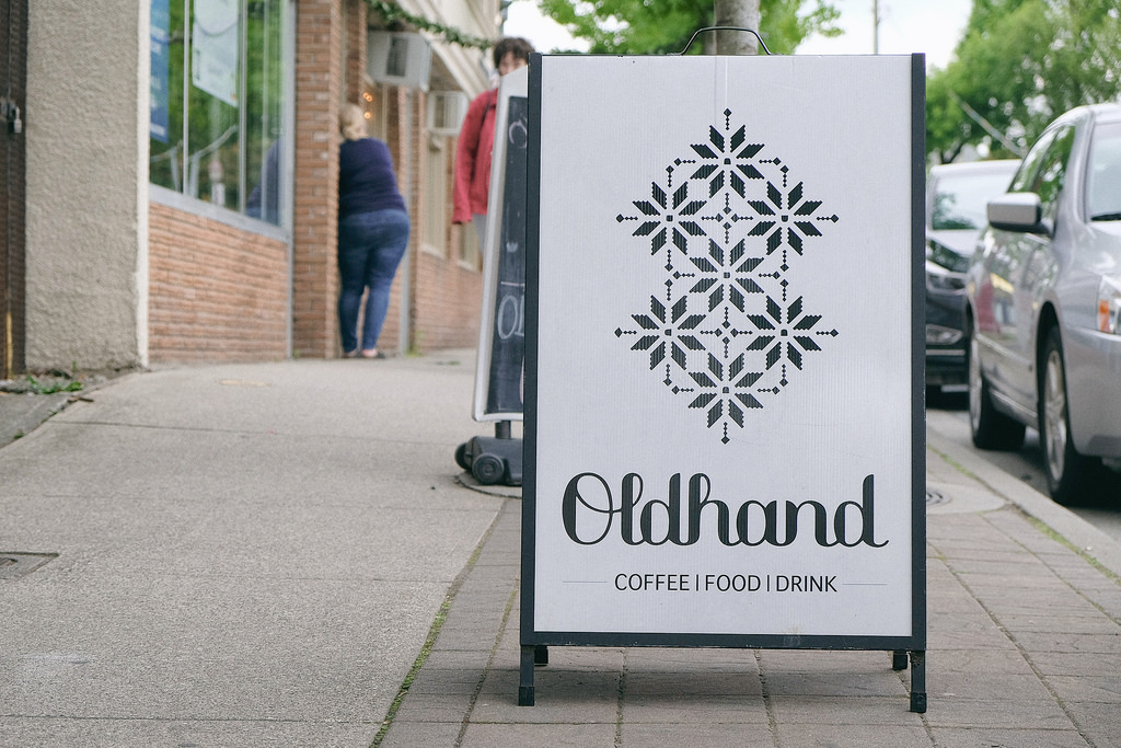 circle-farm-tour-oldhand-coffee-outside