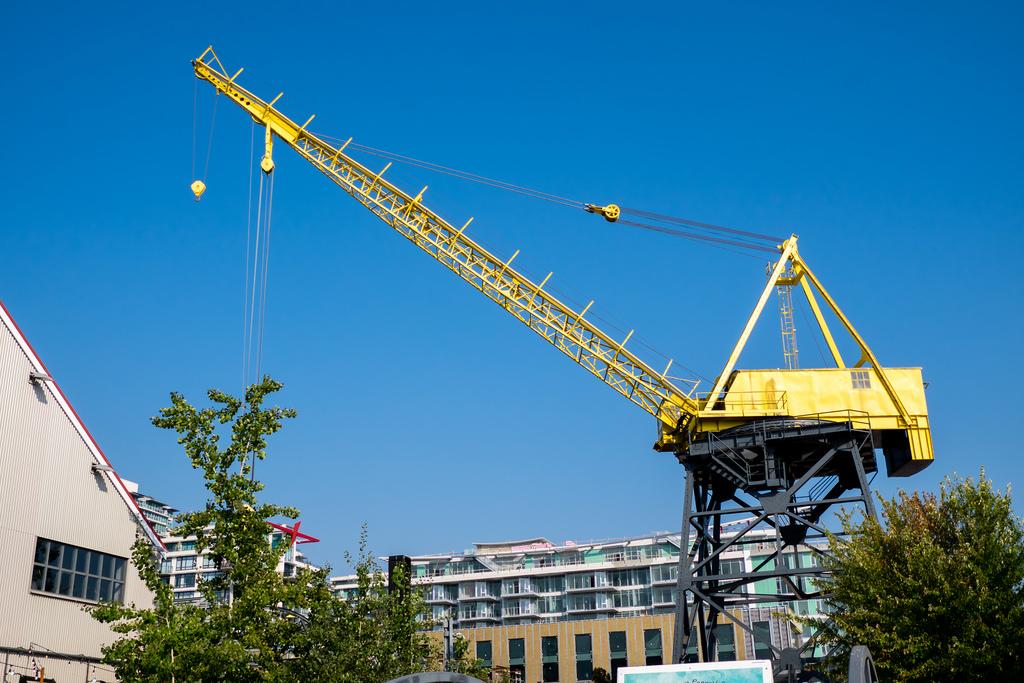 shipyards-night-market-crane